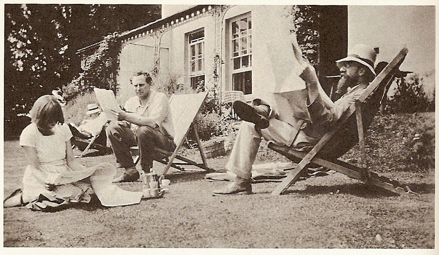 Dora Carrington, Ralph Partridge and Lytton Strachey doing what they did best - lounging